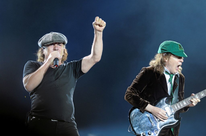 AC / DC: always your fingers in the socket [VIDEO]